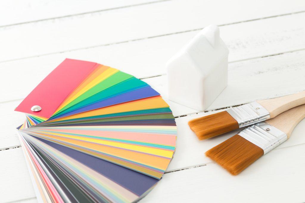 内装デザインのポイント1: 全体の色づかいを意識